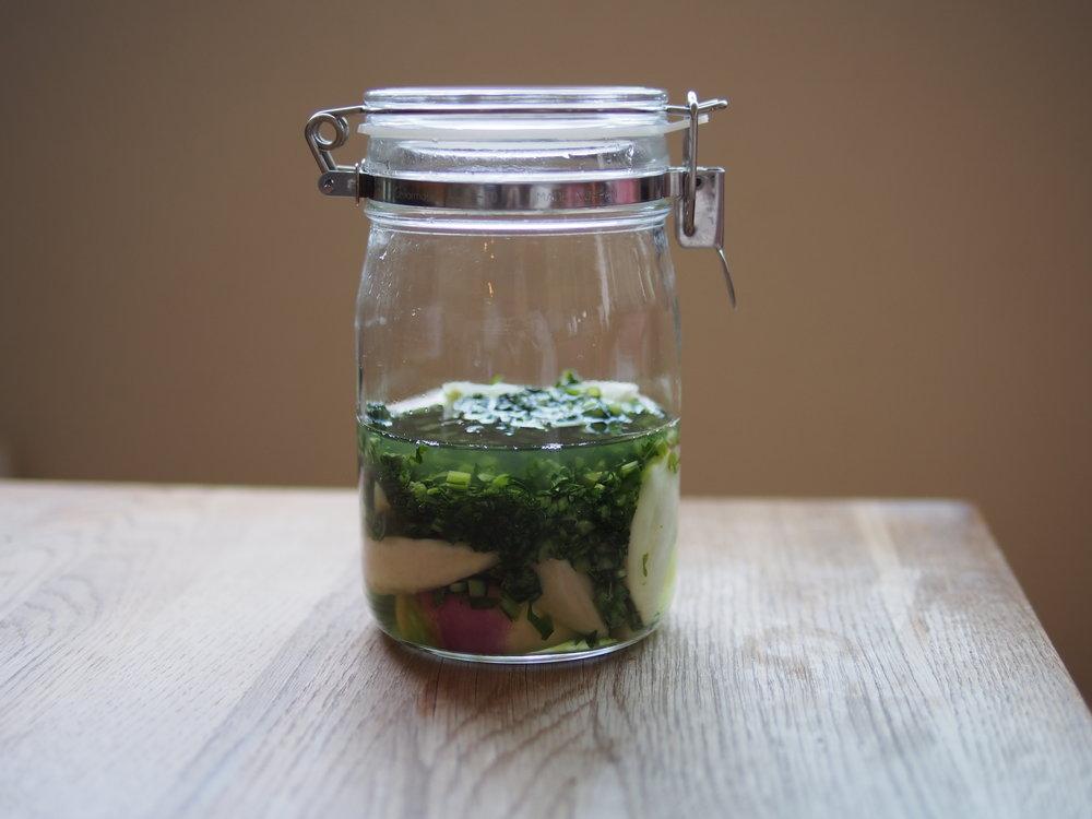 発酵中のあやめ蕪。葉も刻んで一緒に漬けます。ギュッと押して液体に浸かった状態にするのがコツ。