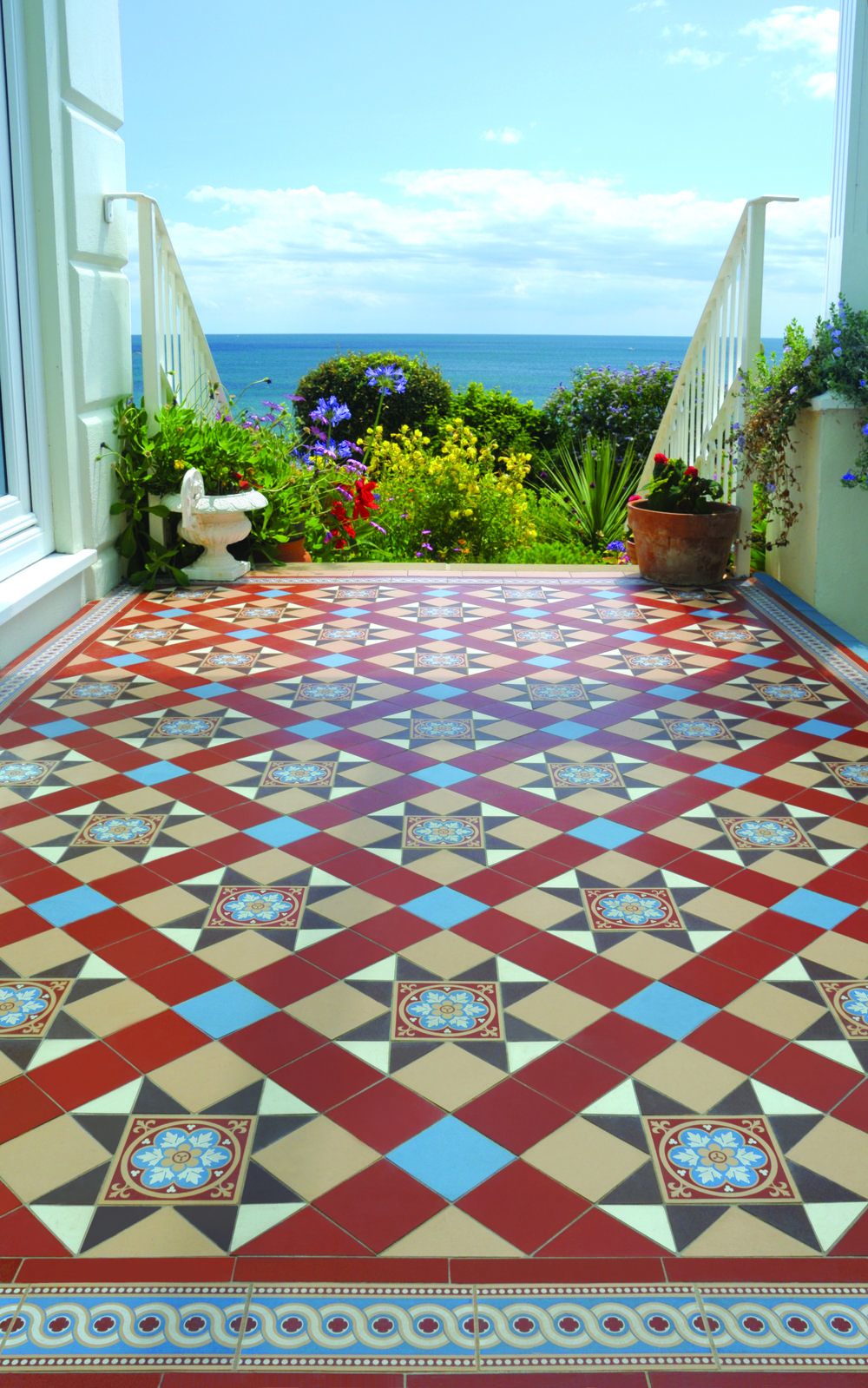 Original Style - VFT - Blenheim pattern with Telford border in Red, Blue, Buff, Brown and White.jpg