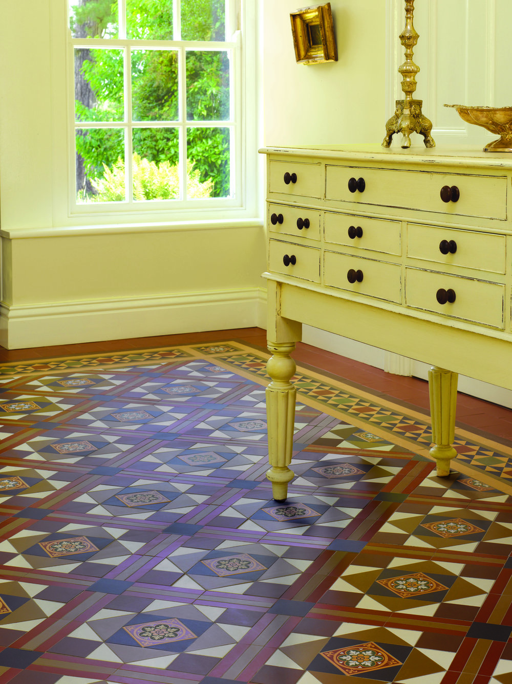 Original Style - VFT - Lindisfarne pattern with Stevenson border in Royal Palladian, Black, Dover White, Brown and Red.jpg