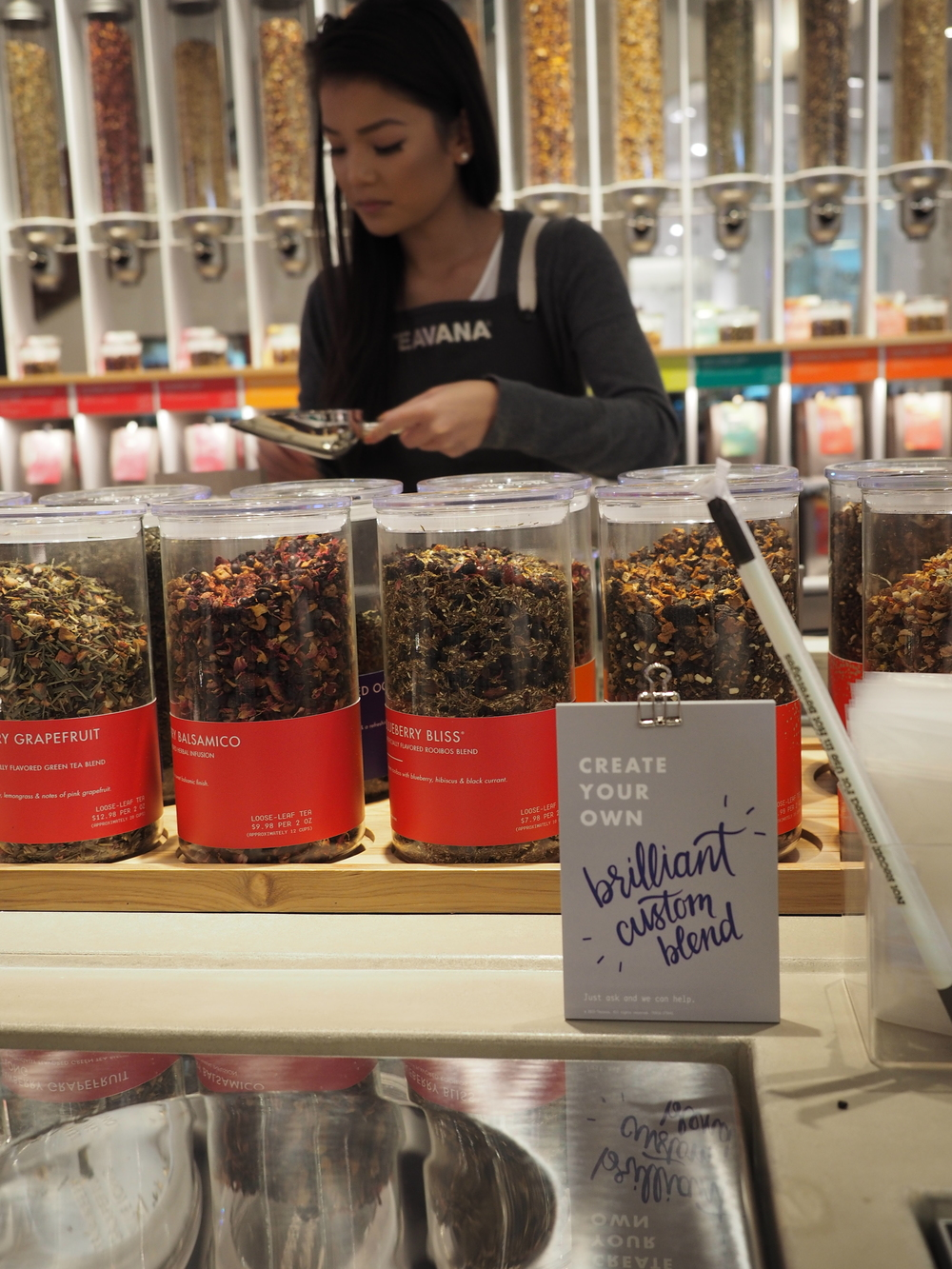 IMG_0417 scooping tea at Teavana tea bar Southcenter 10Nov15.jpg