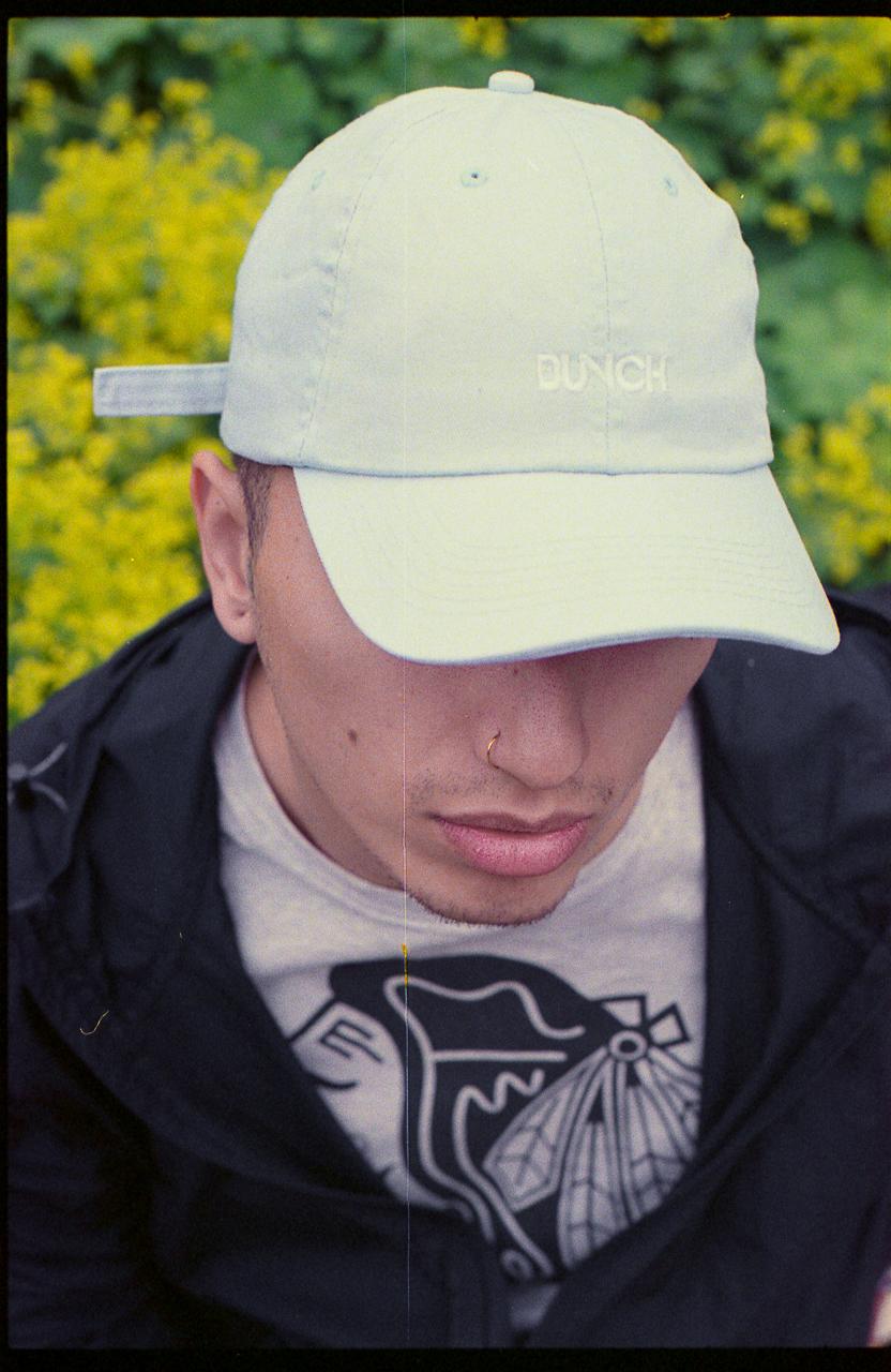 Gonza blue hat flowers (1 av 1).jpg