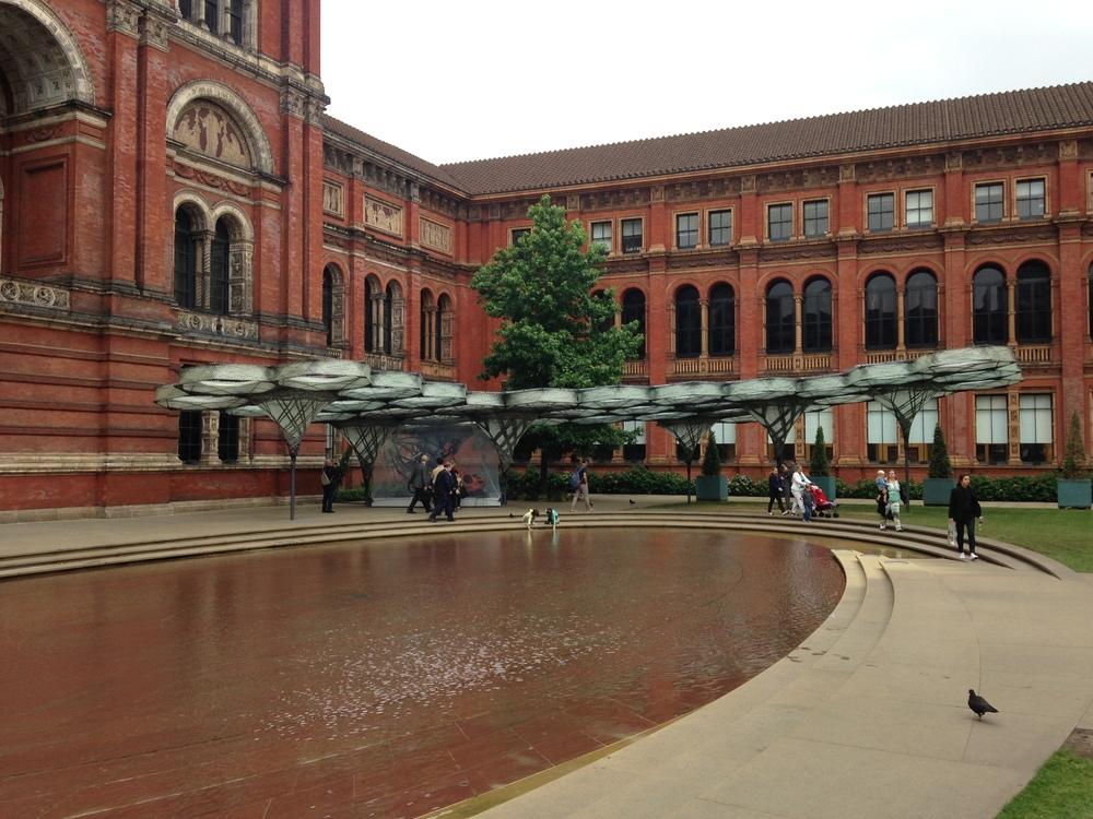 John Madjeski Gardens V&A museum