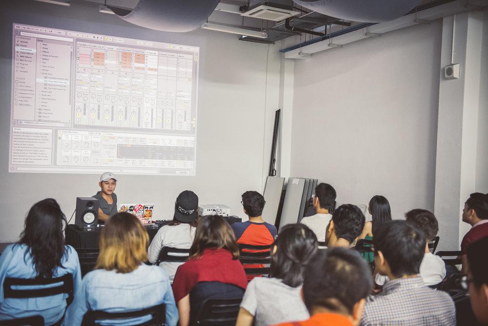 DJ KOFLOW teaching a masterclass