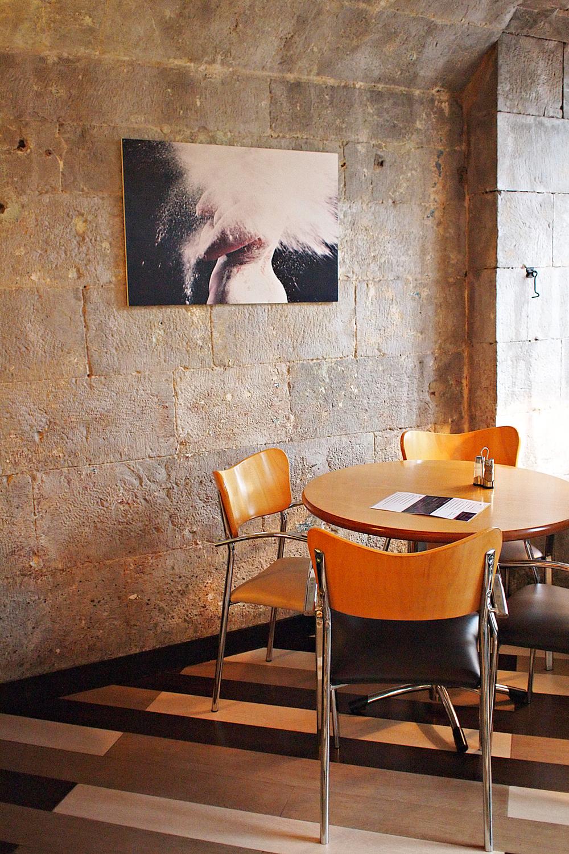 Cafe Solo, Casemates