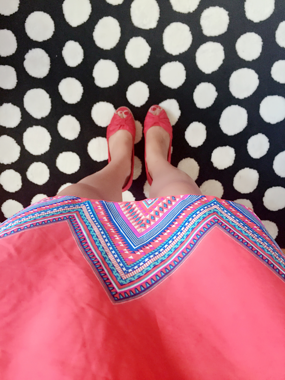 Dress: Marshall's / Shoes: Payless / Earrings: Target / Wallet: Michael Kohrs / Lipliner: Lord & Berry 3035 / Eyeliner: Loreal / Rug: IKEA :)