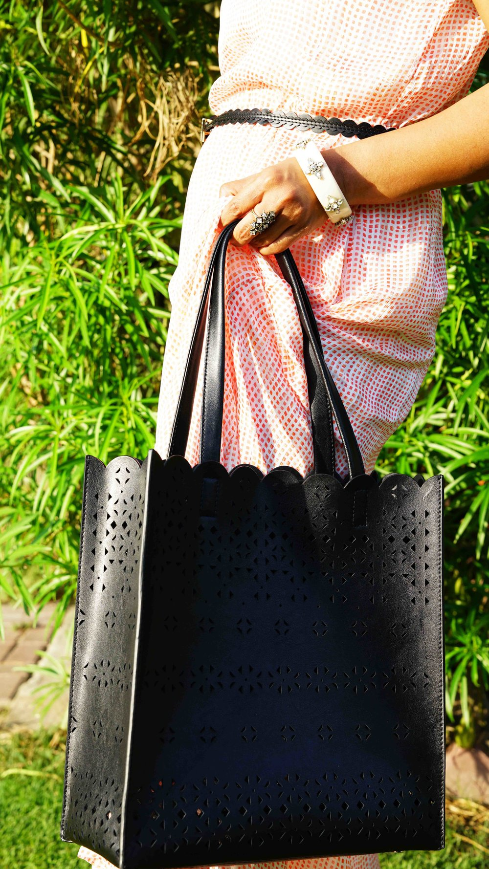 TIMELESS ELEGANCE OF A STRUCTURED LAZER CUT LEATHER TOTE PAIRED WITH CASUAL ACCESSORIES TO  ADD SOME WABANG TO THE DAY.