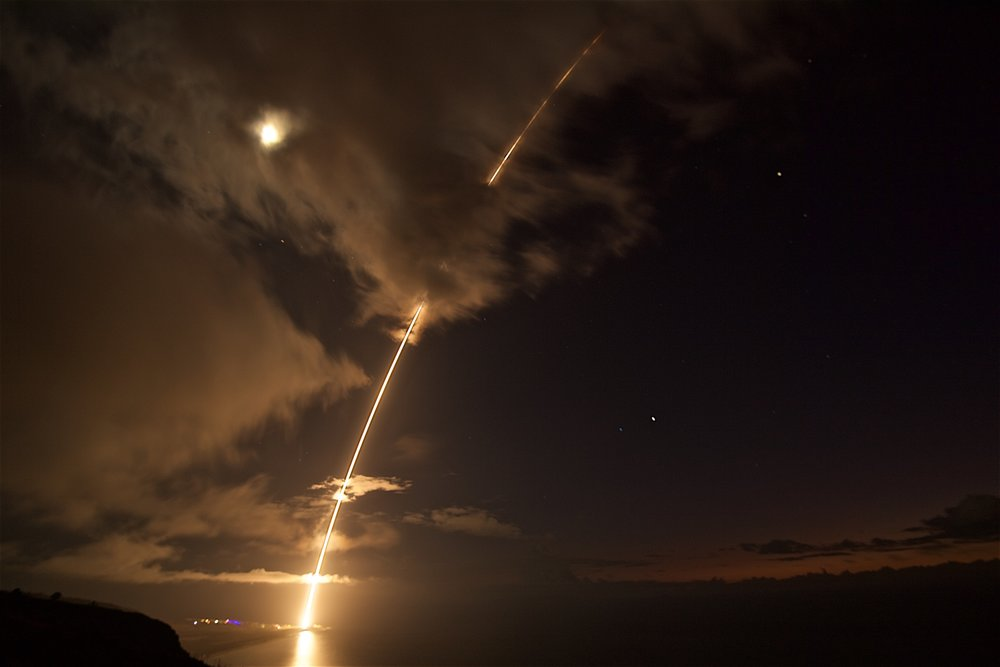 A_medium-range_ballistic_missile_target_is_launched_from_the_Pacific_Missile_Range_Facility._(36083377444).jpg