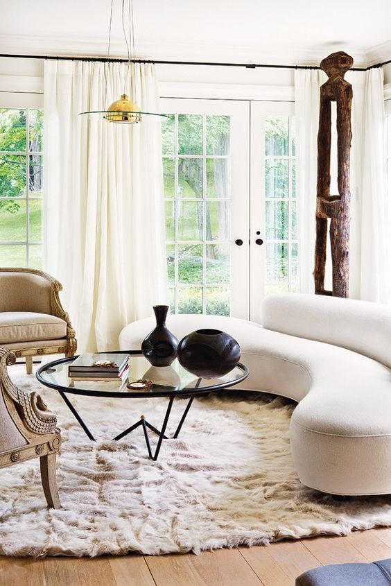 Form: With lines like this...  The kidney sofa can hold its own in even the most eclectic of rooms. Its unique form and simplified curves make it an unforgettable focal point that draws the eye's attention immediately.