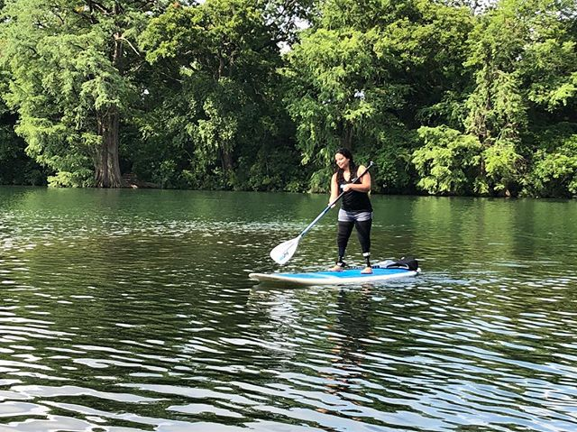 It's a beautiful day here in Austin, TX! If you feel that you are limited in your abilities when you're a #DoubleLegAmputee, well be corrected because Jamie #LivesWithOutLimits! She's in #ottobock #prosthetics wearing #ossurfeet. Don't be afraid to get your legs wet. Live your life to the fullest! 🤗 • • • #veraflex #austinamputee #blueskyprosthetics #blueskysthelimit #sup #lakeaustin #adaptiveathlete #lakeday #standuppaddleboarding #lovelife #lifeisbeautiful