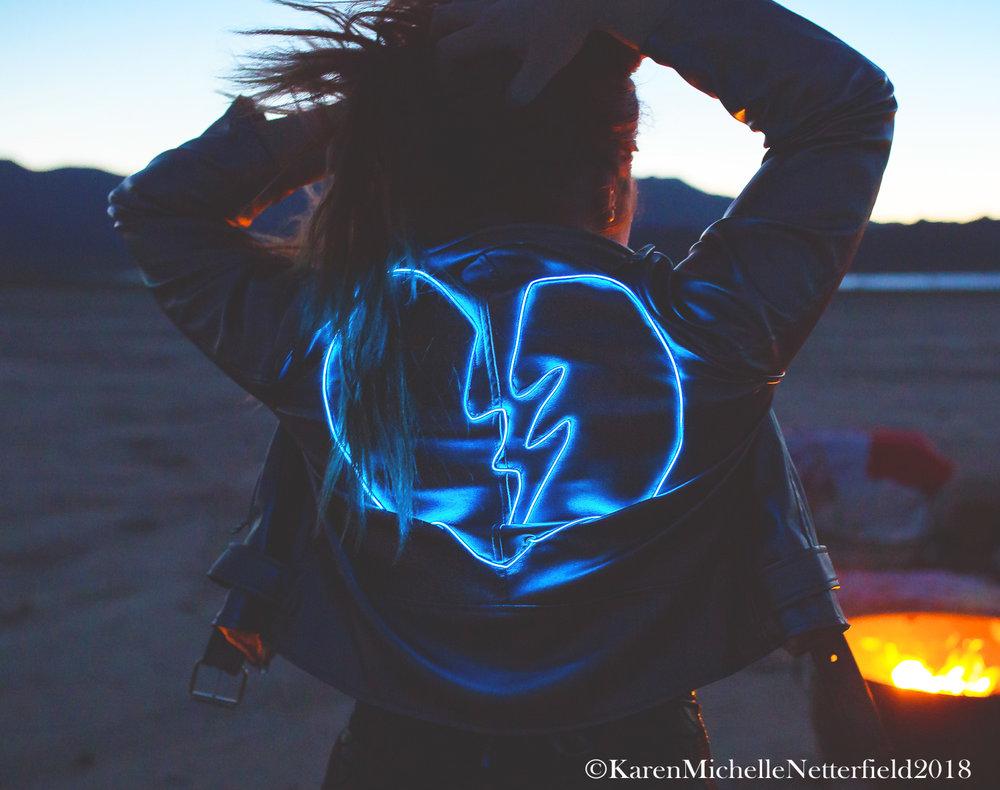 Broken_2_Heart_NeonMuse_©KarenMichelleNetterfield.jpg