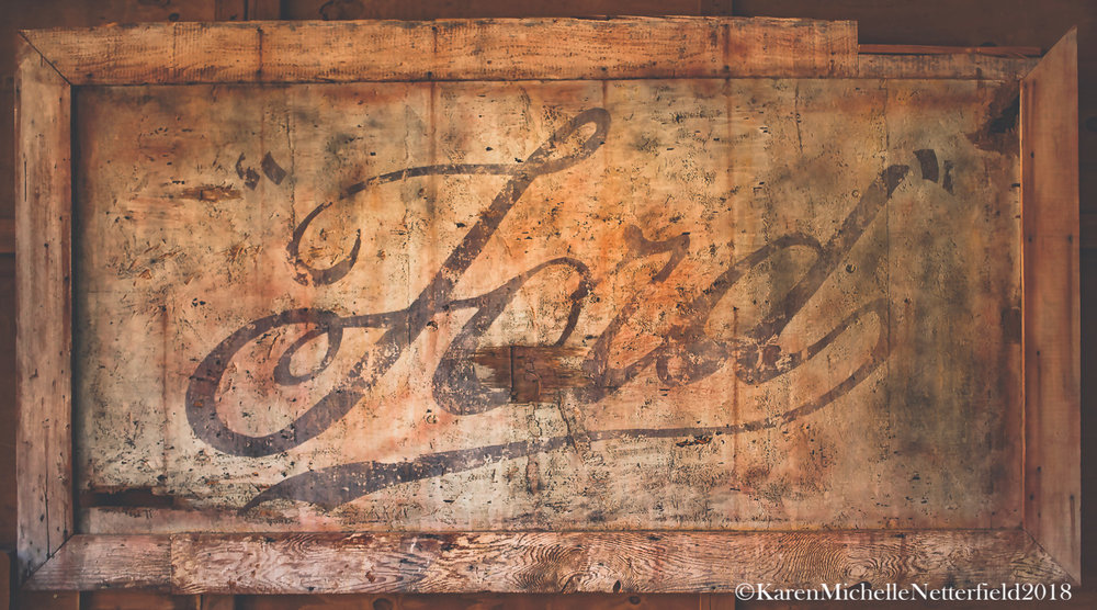 Ford_Vintage_Shop_Sign_Wodd_History©KarenMichelleNetterfield2018.jpg