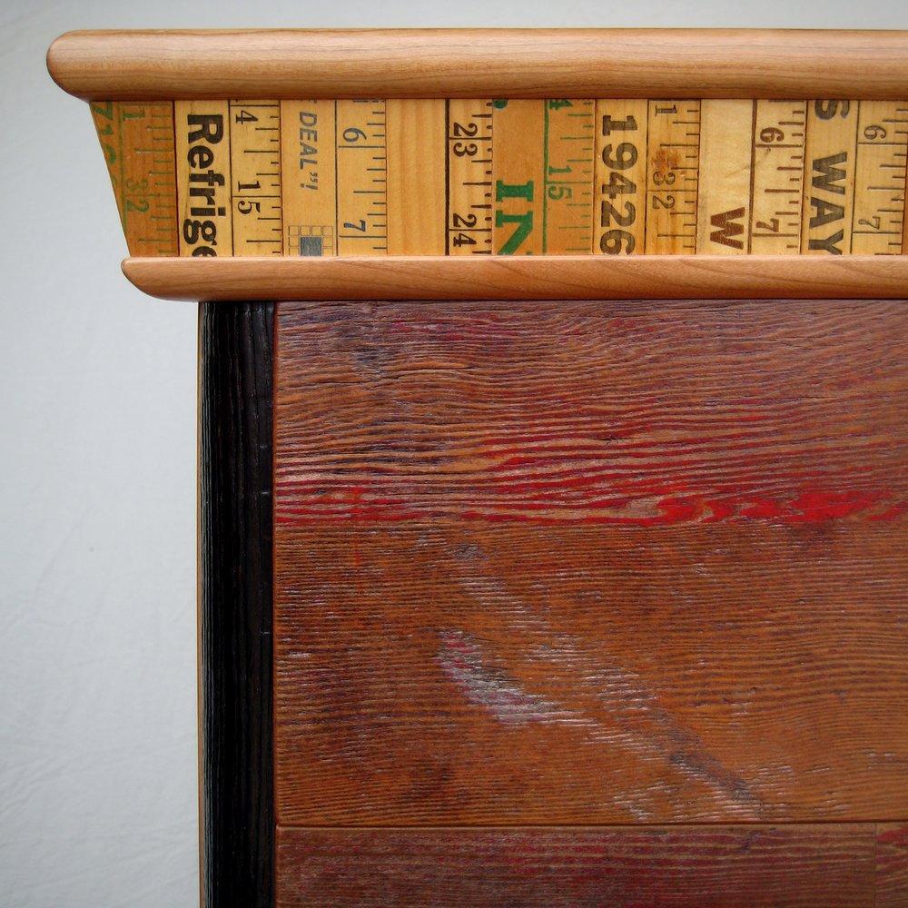 bookcase-red-002.jpg