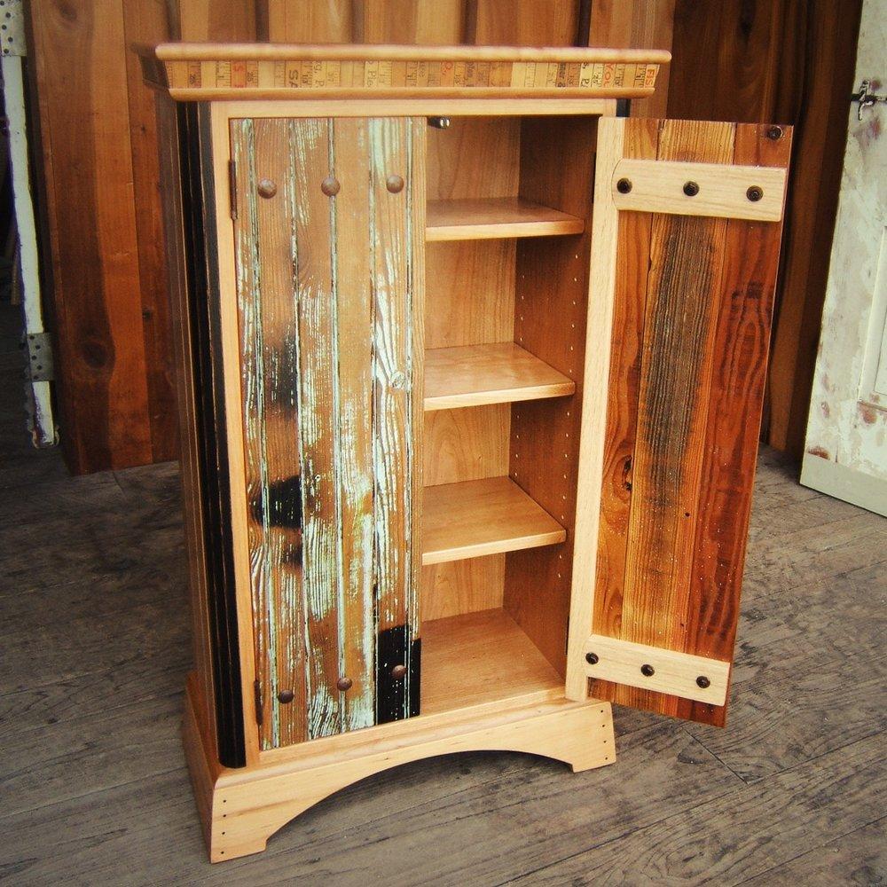 cabinet-csubak-001.jpg