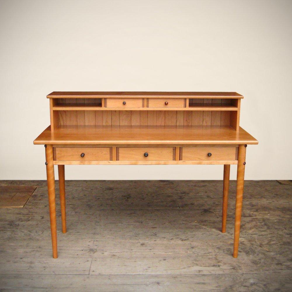 desk-goodkind-001.jpg