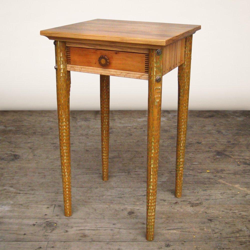 bedside-table-tricolor-legs-002.jpg
