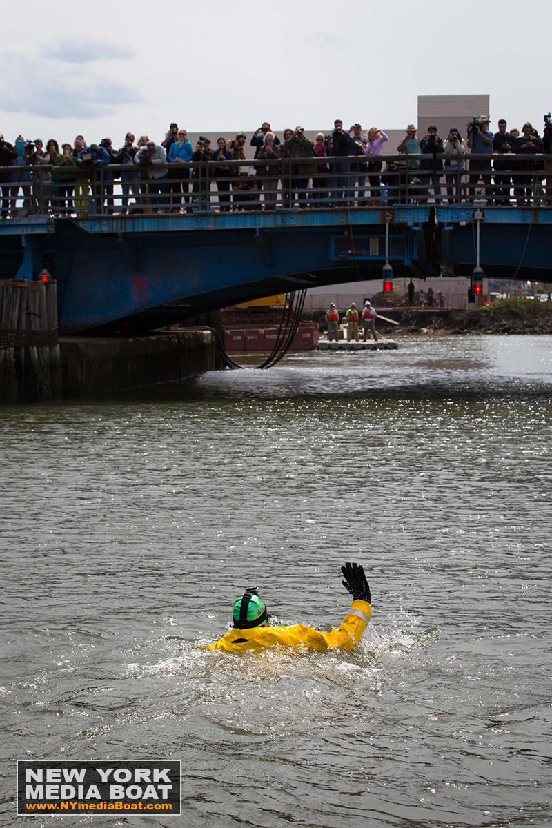 20150422_NewYorkMediaBoat_Gowanus_Swim-1315_1200wm.jpg