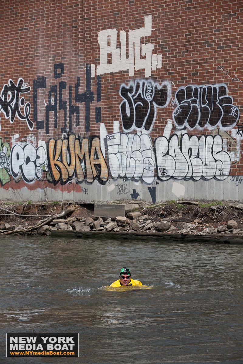 20150422_NewYorkMediaBoat_Gowanus_Swim-1289_1200wm.jpg