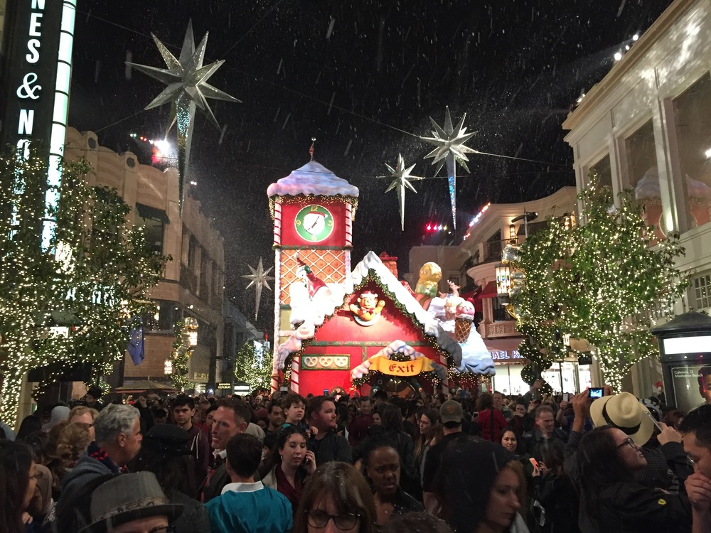 To go along with the holiday theme of the Christmas Tree lighting at The Grove, the shopping center was treated to a snow shower
