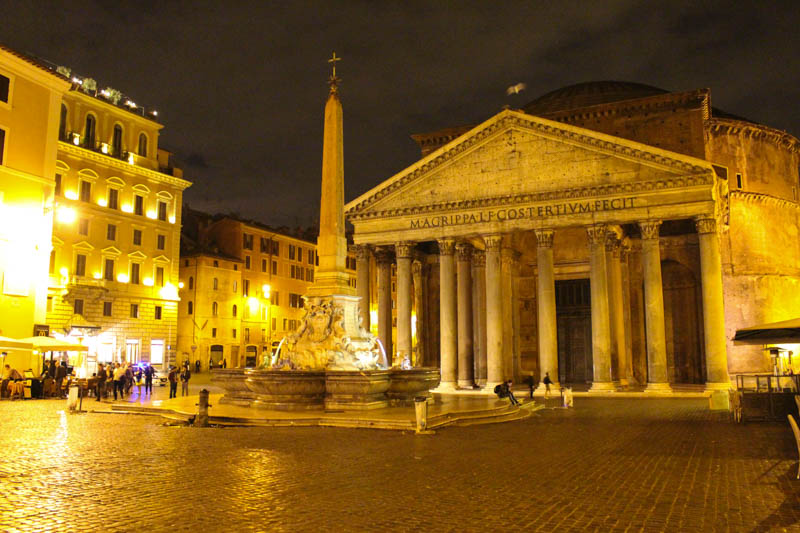 The lighting in the Piazza della Rotonda illuminated the Pantheon with gold