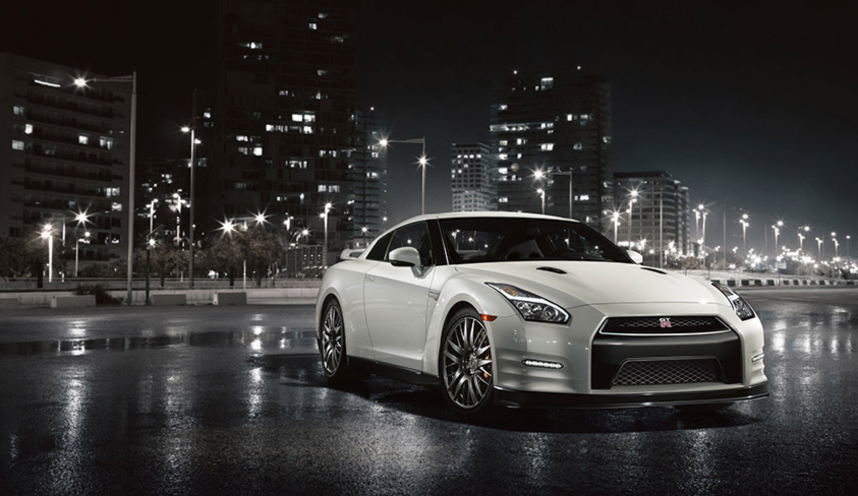 Picture Courtesy of http://www.nissanusa.com/sportscars/gt-r/colors-photos#_exterior