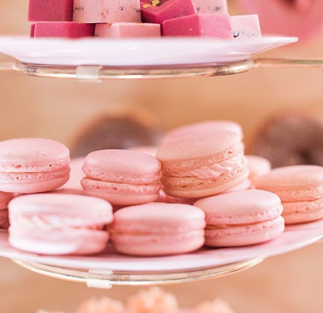 Macarons... always a crowd favourite 💕photo: @hayleymaephotography styling: @fawnandfinch
