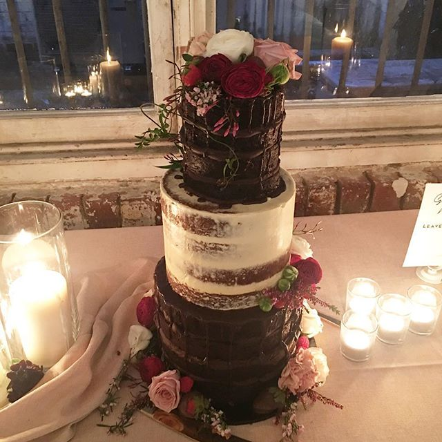 Had the pleasure of creating the most amazing cake for the most lovely couple last weekend!! Original cake design inspired by @missladybirdcakes and the gorgeous blooms by @foxy_evergreen