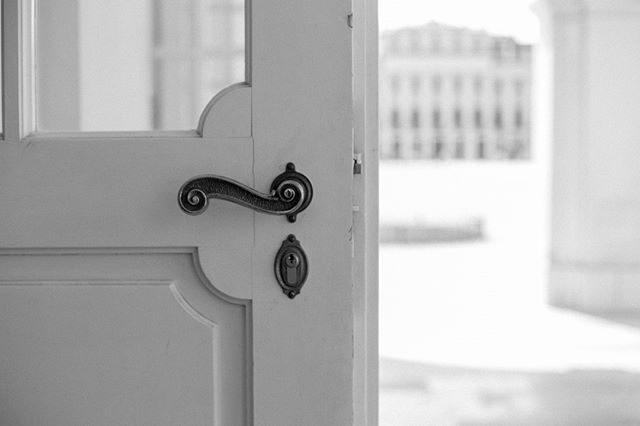 obsessed with doorknobs⠀⠀⠀⠀⠀⠀⠀⠀⠀ ⠀⠀⠀⠀⠀⠀⠀⠀⠀ ⠀⠀⠀⠀⠀⠀⠀⠀⠀ ⠀⠀⠀⠀⠀⠀⠀⠀⠀ ⠀⠀⠀⠀⠀⠀⠀⠀⠀ #europe #destinationphotographer #blackandwhite #fotografa #vancouver #vancouverphotographer #prague #door #details #lookslikefilm #photobugcommunity #photographerabroad #travelphotography #reminiscing