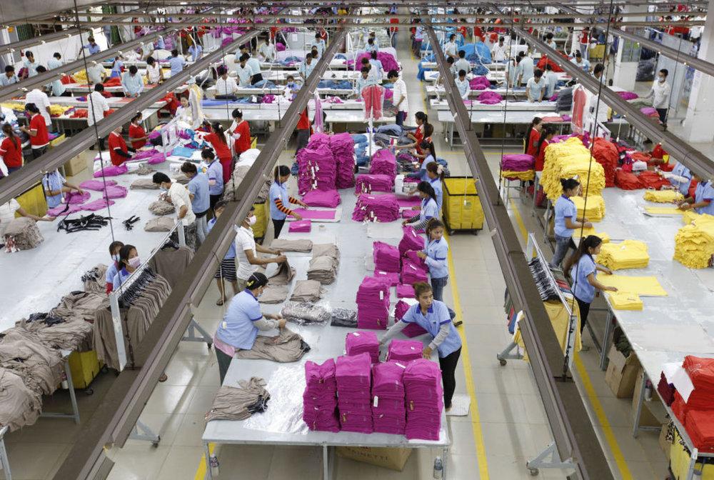 Photo : Mak Remissa / Epa / REX / Shutterstock. Ouvrières dans une usine de confection cambodgienne.