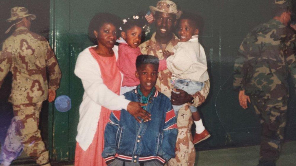 family-photo-90s-1080x608.jpg