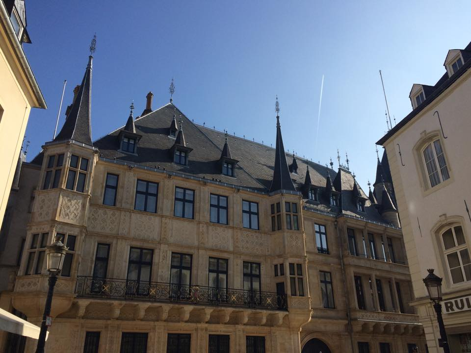 <p><strong>Luxembourg</strong><a href=/luxembourg> →</a></p>