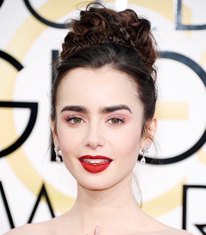 Lily Collins at the 2017 Golden Globe Awards.