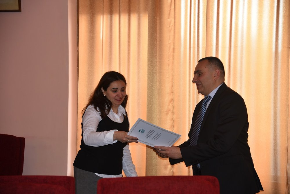9 Bagrat Sargsyan giving winner certificates to  Principle Investigators.JPG