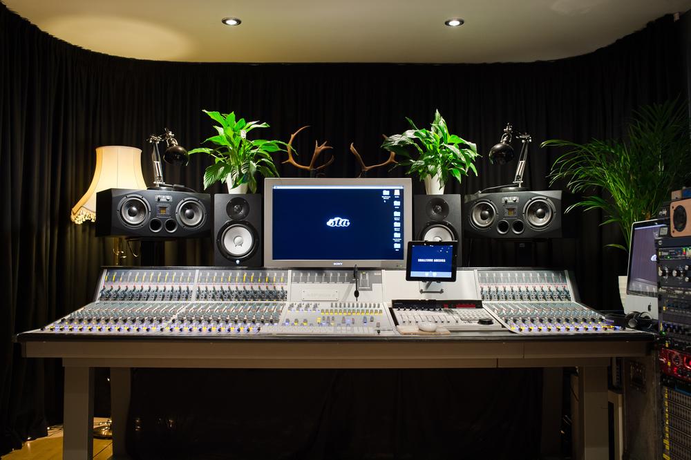 Control Room1.jpg