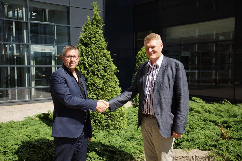 15.6.2017 sopimuksen allekirjoittivat Fingridin Datahub-projektipäällikkö Pasi Aho ja inPulse Worksin toimitusjohtaja Juha Rokkanen.