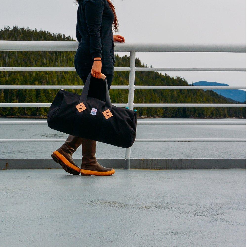 bags-classic-duffel-lifestyle-3_2048x2048.jpg