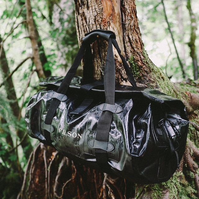 Filson_Dry_Duffle_Large_70161_Black_hanging_outdoor.jpg