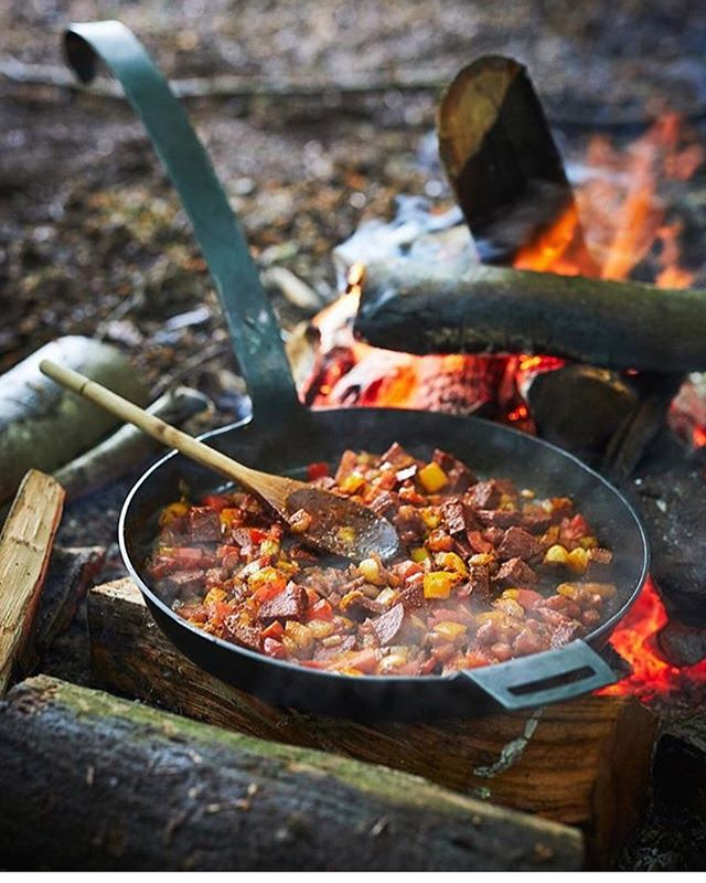We couldn't be anymore stoked to have been featured in @chilternsfoodmagazine summer issue. There really is no better way to enjoy food than sat around a campfire with good friends. All of the ingredients in this pan came from around the Chilterns, where we grew up, and we are proud to be supporting our own. It's always worth looking around where you live for produce, as there are plenty of hidden gems to be found. Photo credit: @jamieorlandosmith_photo
