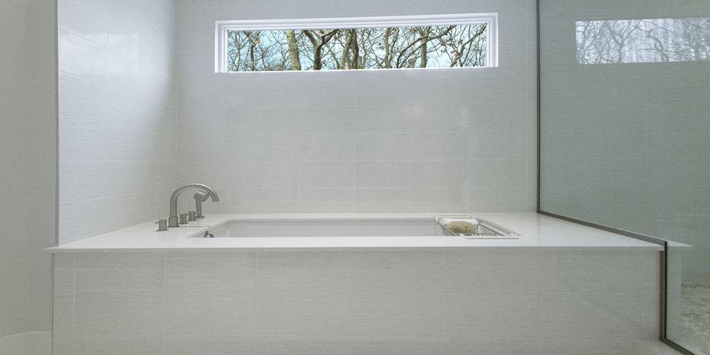 Hampton_Design_Wainscott_modern_Bath_04.jpg