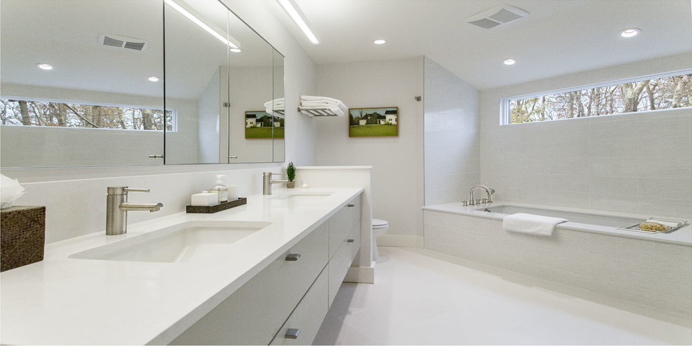 Hampton_Design_Wainscott_modern_Bath_01.jpg