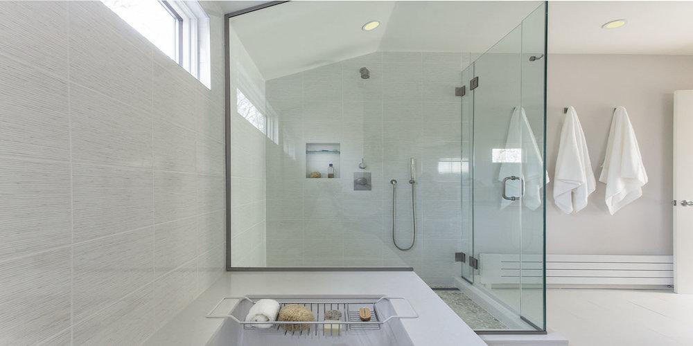 Hampton_Design_Wainscott_modern_Bath_03.jpg
