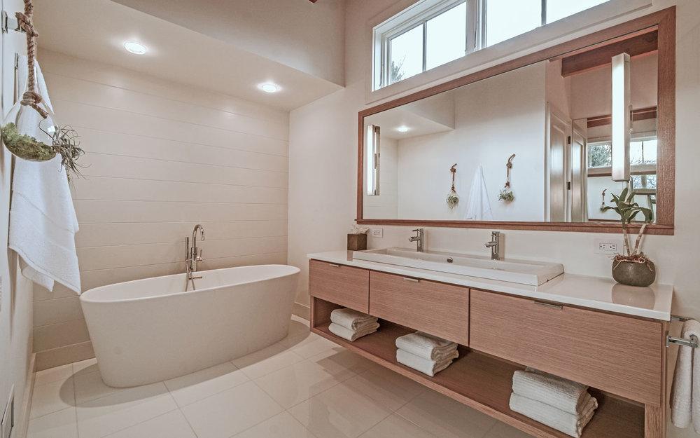 Hampton_Design_Sag_Harbor_Modern_Bath_01.jpg