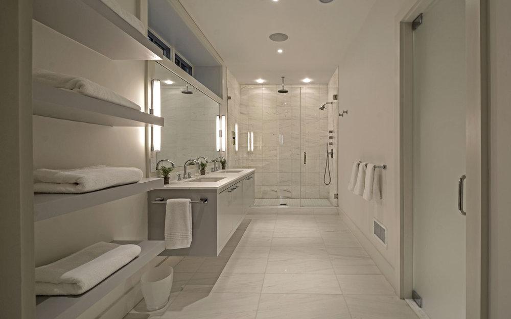 Hampton_Design_Sag_Harbor_Modern_Bath_03.jpg