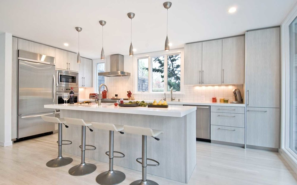 Hampton_Design_East_Hampton_contemporary_kitchen_01.jpg