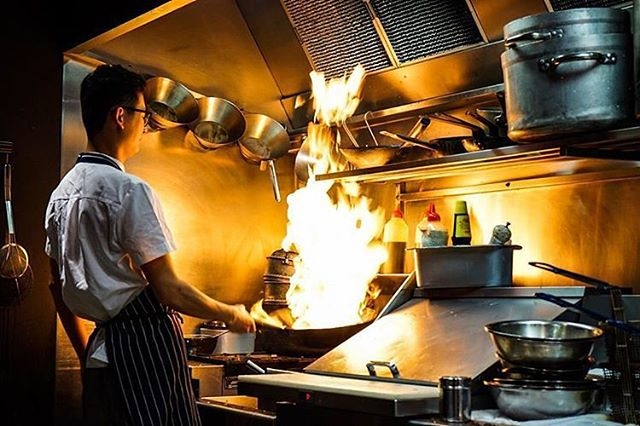 You mum always said don't play with fire. Don't worry though because we'll do it for you! *Please don't try this at home, our chefs are professionals😉 🔥 (📸:@eugenehou )