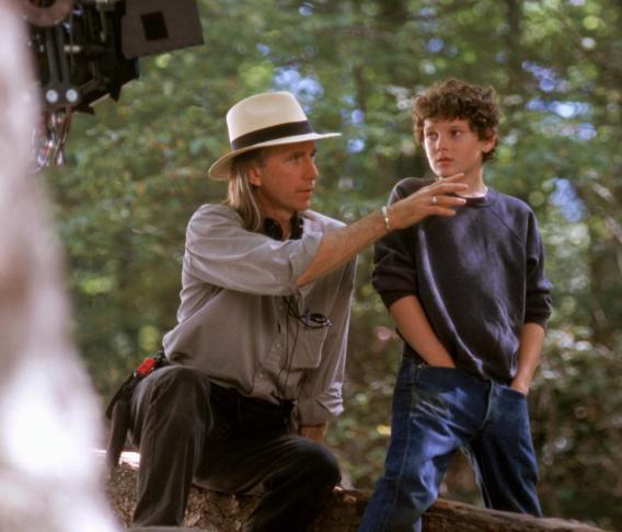 HEARTS IN ATLANTIS, director Scott Hicks, Anton Yelchin on set, 2001, (c) Warner Brothers