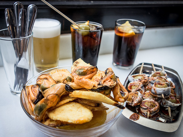 """12 noon : Morro Fi """"Most hipster vermut in town."""" c/Consell de Cent, 171; M: Urgell"""