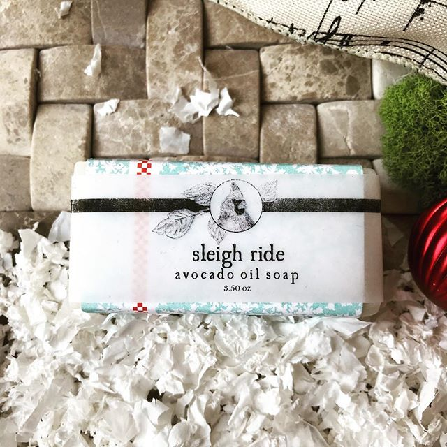 🎄Sleigh Ride Avocado Oil Soap is amazingly minty! ❄️Loaded with real Peppermint and a touch of Ho Wood for a touch of the outdoors. This soap is a big hit with the little ones and can't be beat for fresh cheer! ❄️