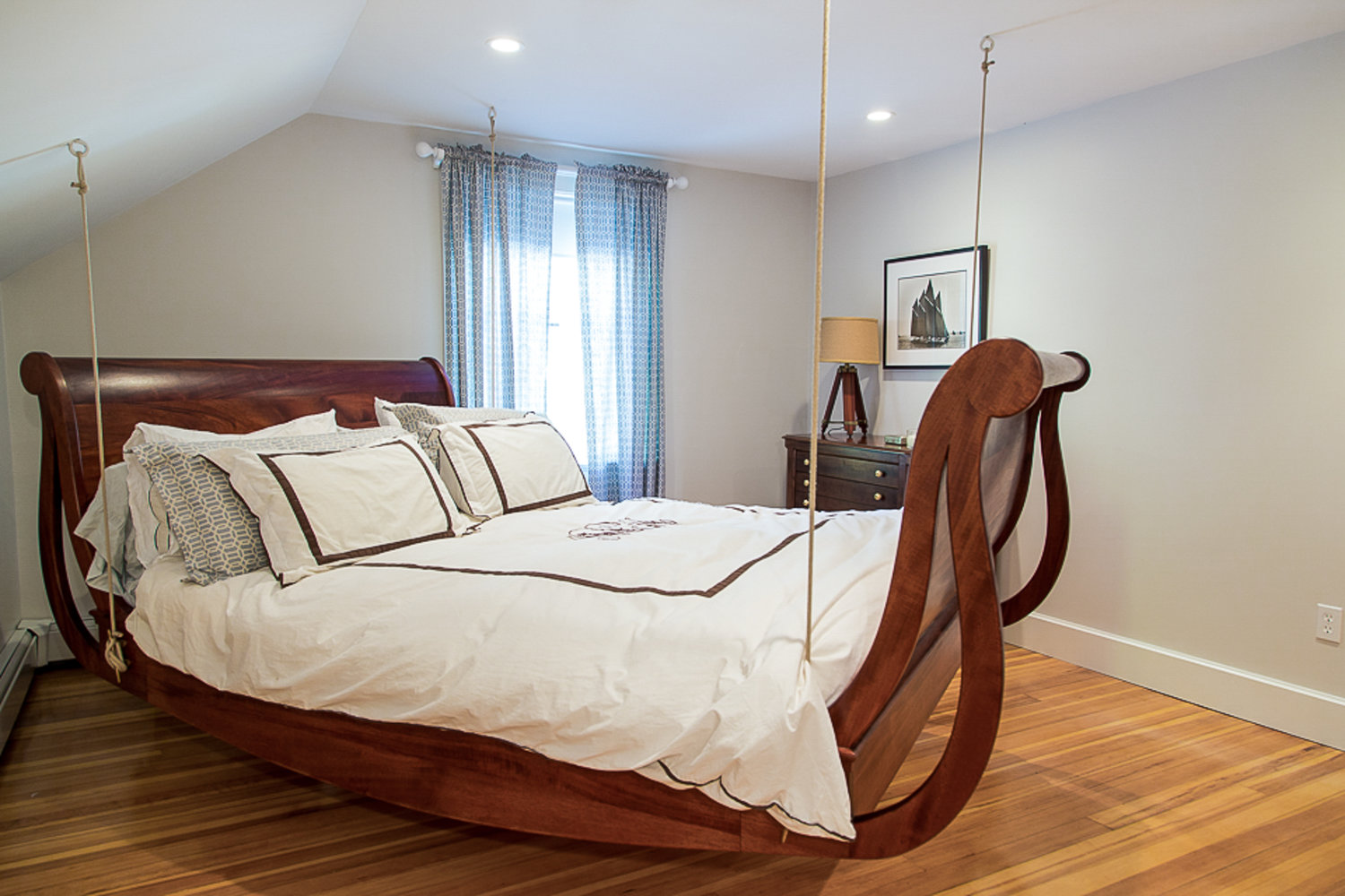 Hanging Sleigh Bed AC Grayling
