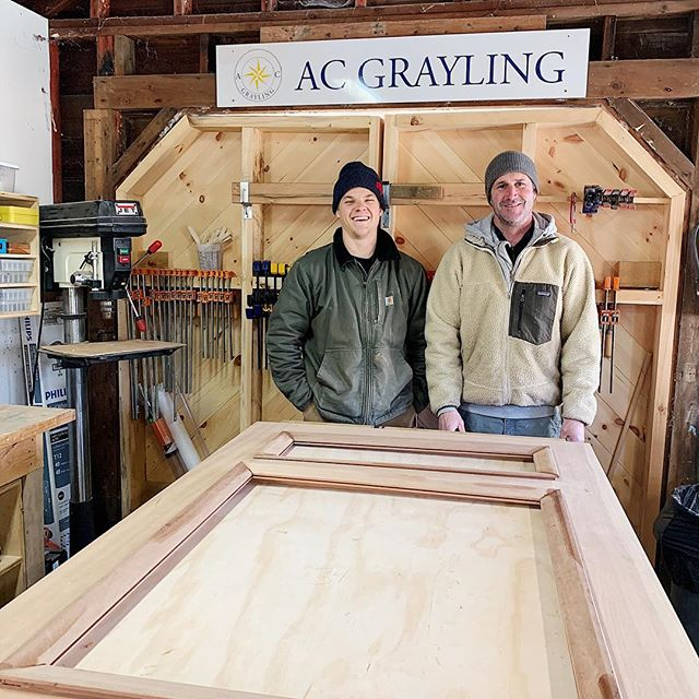 Working hard in the shop these days with our newest team member @morgofog 🙌🏻 ⠀ ⠀ Right now we are finishing up a custom door with built in glass panels for a fixer upper in Little Compton 🏡 ⠀ ⠀ Looking forward to our next build, a dining room table, for @whitneyclaire client in Boston! 🇺🇸 #acgraylingfurniture #customdoor #littlecomptonri #buylocal #furniturebuilder #woodshoplife #rhodeislandsmallbusiness #newenglandbuilder #furnituredesign #customfurniture