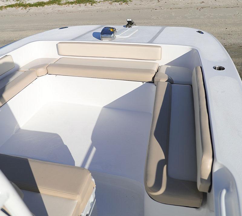 Twin-Vee-310-SE-detail-bow-seating.jpg